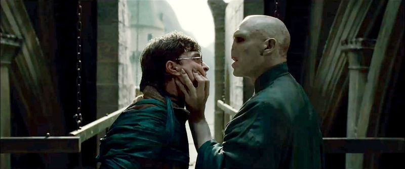 Harry-potter-and-the-deathly-hallows-part-2-daniel-radcliffe-ralph-fiennes-lord-voldemort