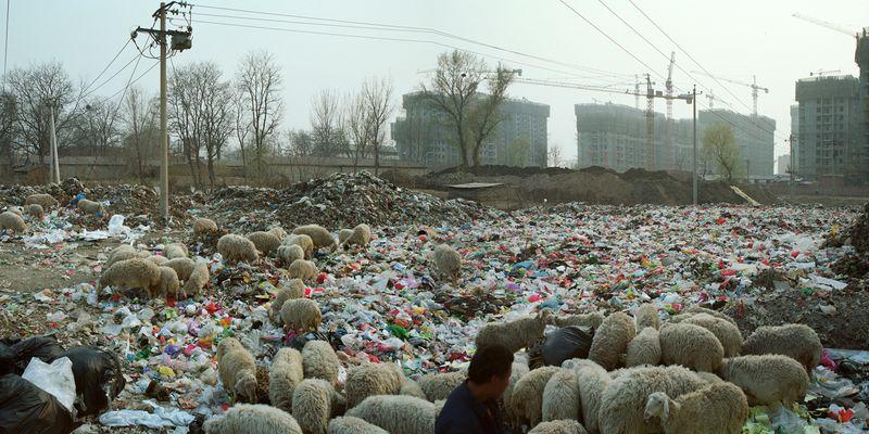 Beijing-besieged-by-waste