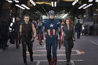 Marvel-the-avengers-assemble-jeremy-renner-chris-evans-scarlett-johansson