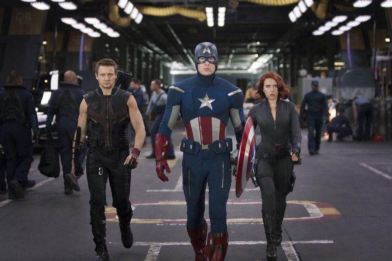 Marvel-the-avengers-assemble-jeremy-renner-chris-evans-scarlett-johansson