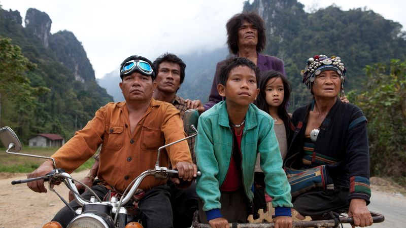 The-rocket-movie-review-sitthiphon-disamoe-sumrit-warin-hep-phongam-loungnam-kaosainam-bunsri-yindi