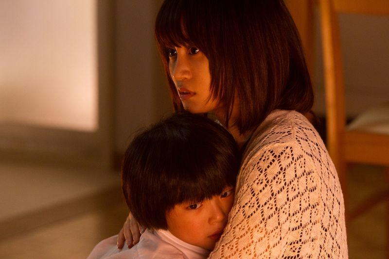 The-complex-movie-review-hideo-nakata-atsuko-maeda-kuroyuri-danchi