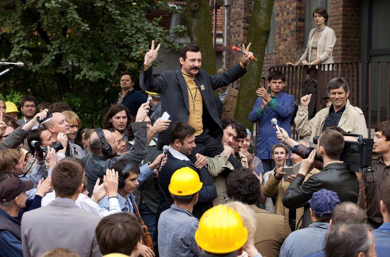 Walesa-man-of-hope-movie-review-robert-wieckiewicz-lech-walesa-czlowiek-z-nadziei