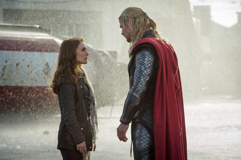 Thor-the-dark-world-movie-review-marvel-chris-hemsworth-natalie-portman