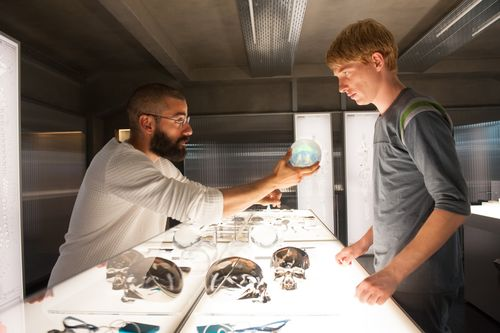 Ex-machina-movie-review-oscar-isaac-domhnall-gleeson