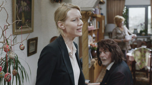 Toni-erdmann-movie-review-sandra-hüller-peter-simonischek