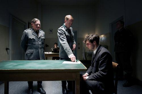 13-minutes-movie-review-christian-friedel-burghart-klaußner-johann-v-bülow