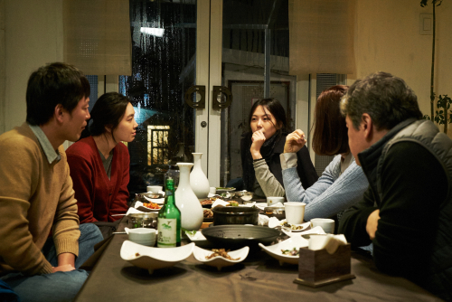 On-the-beach-at-night-alone-movie-review-kim-min-hee-jung-jae-young-park-yea-ju-kim-min-hee-song-seon-mi-kwon-hae-hyo