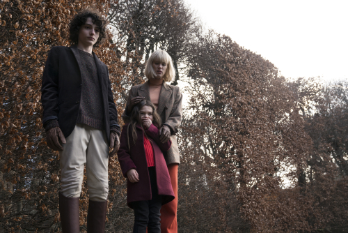 The-turning-movie-review-mackenzie-davis-finn-wolfhard-brooklynn-prince