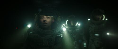 Underwater-movie-review-kristen-stewart